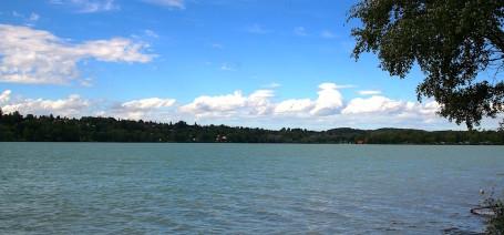 Der Pilsensee unterhalb von Schloss Seefeld ist ein Anglerparadies