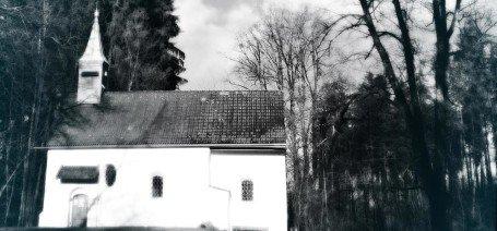 Die sagenumwobene Pollingsrieder Kapelle bei Seeshaupt am Starnberger See